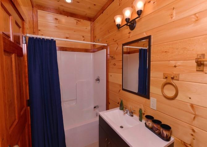 Pigeon Forge - Savannah Splash - Bathroom 2