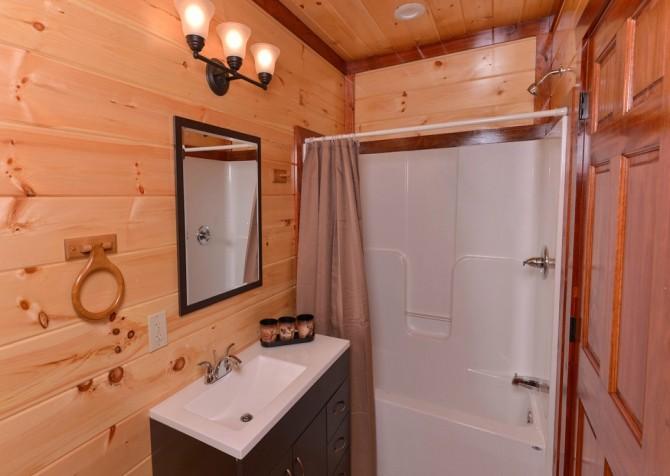 Pigeon Forge - Savannah Splash - Bathroom 1