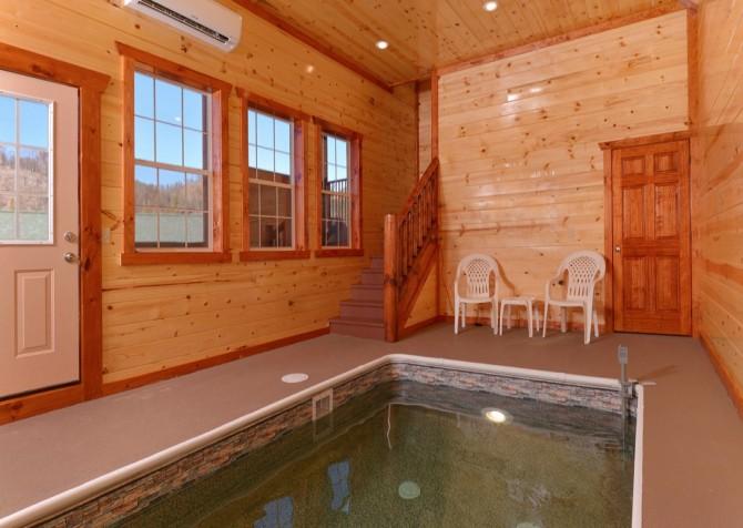 Pigeon Forge - Savannah Splash - Pool Room
