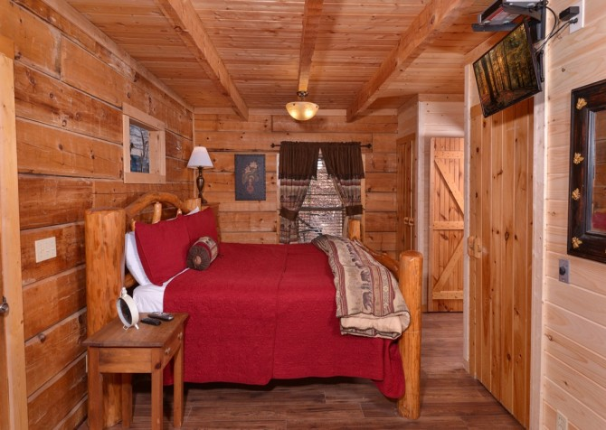 Pigeon Forge - A Secret Romance - Bedroom
