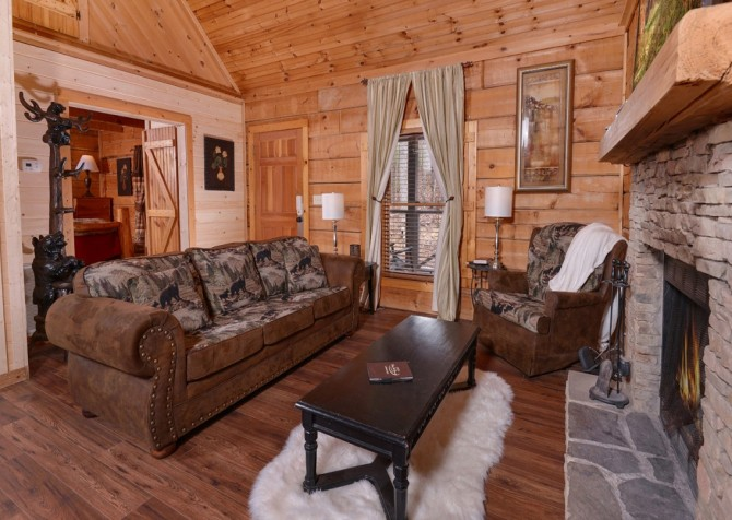 Pigeon Forge - A Secret Romance - Living Room