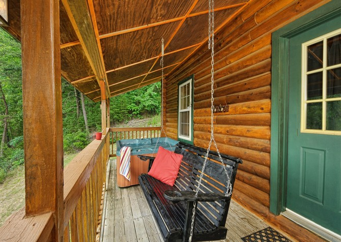 Pigeon Forge - Serendipity - Porch Swing
