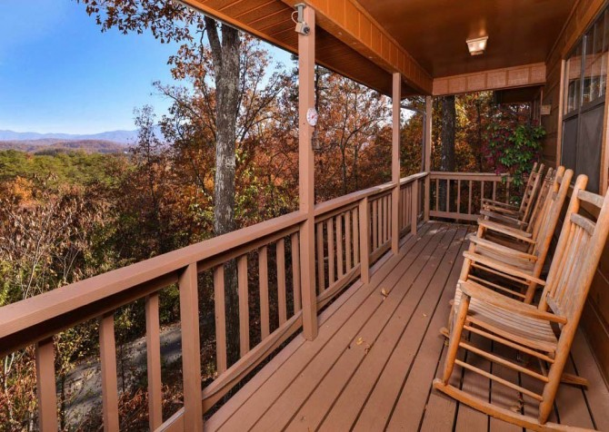 Pigeon Forge Cabin - Serenity - Deck with View