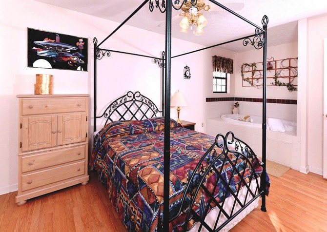 Pigeon Forge - Shades Of The Past - Bedroom