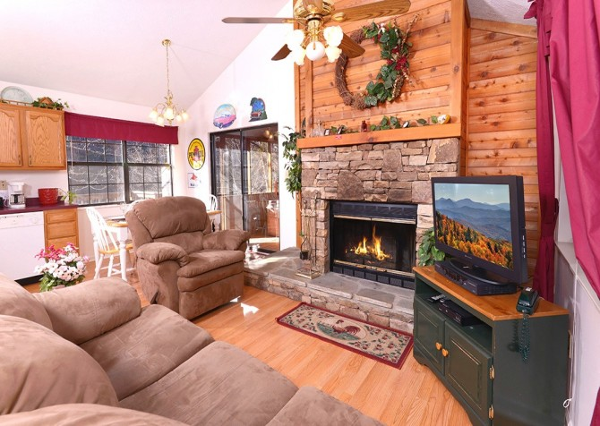 Pigeon Forge - Shades Of The Past - Living Room