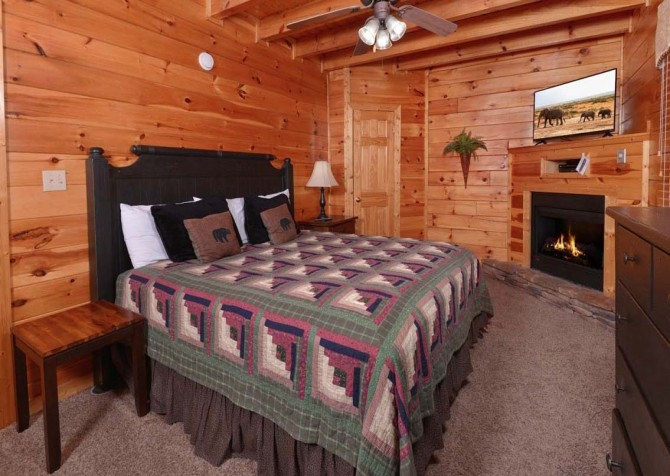 Pigeon Forge - Sherwood Sanctuary - Bedroom