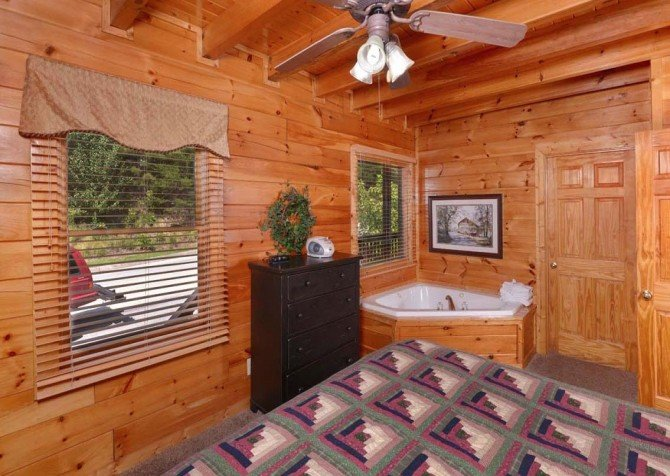Pigeon Forge - Sherwood Sanctuary - Bedroom