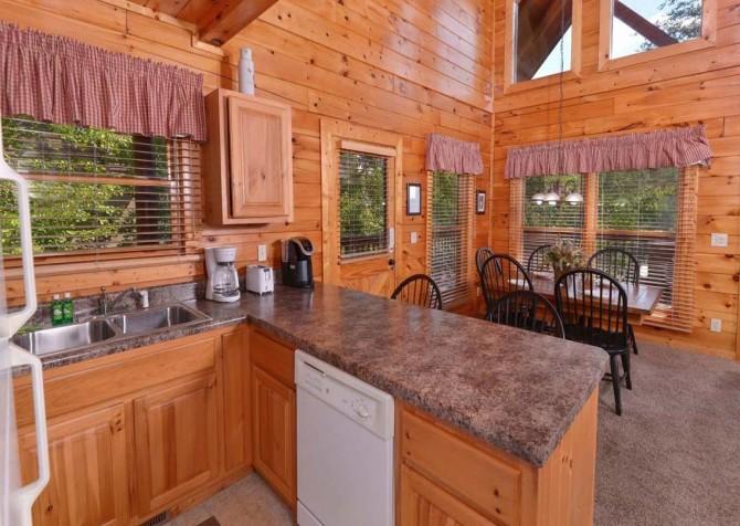 Pigeon Forge - Sherwood Sanctuary - Kitchen