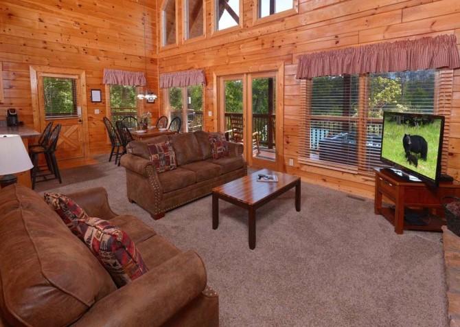 Pigeon Forge - Sherwood Sanctuary - Living Room