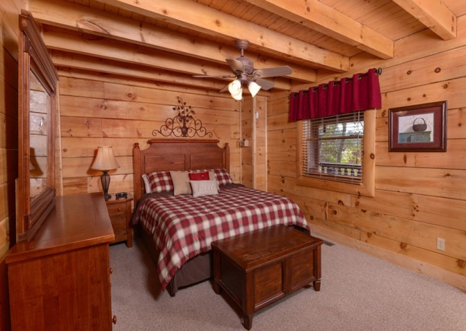 Pigeon Forge Cabins - Simply Amazing - Bedroom