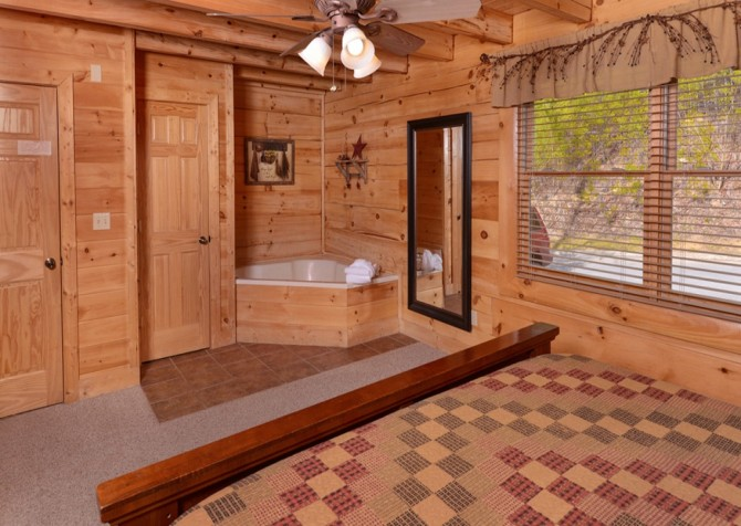 Pigeon Forge Cabins - Simply Amazing - Jetted Tub