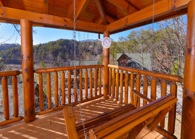 Pigeon Forge Cabins - Simply Amazing - Porch Swing