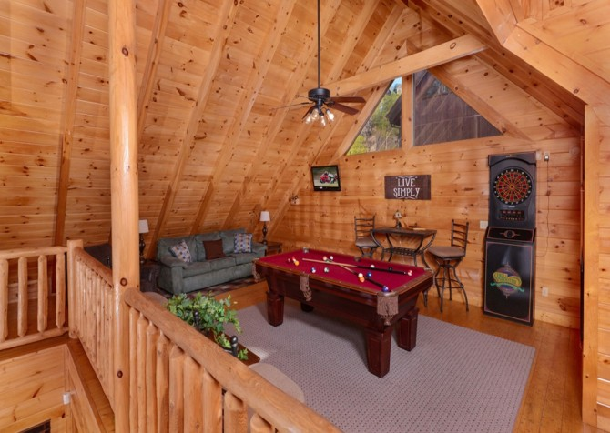Pigeon Forge Cabins - Simply Amazing - Pool Table