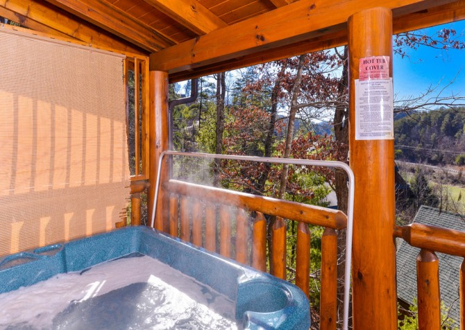 Pigeon Forge Cabins - Simply Amazing - Outdoor Hot Tub