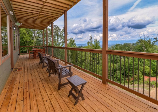 Pigeon Forge Smoky Mountain Manor Covered Deck