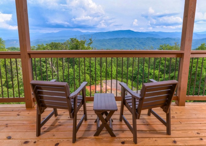 Pigeon Forge Smoky Mountain Manor Deck Seating