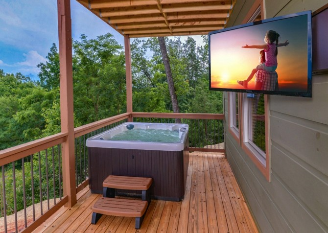 Pigeon Forge Smoky Mountain Manor Hot Tub