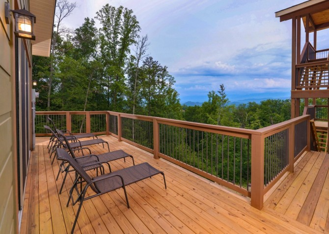 Pigeon Forge Smoky Mountain Manor Open Deck