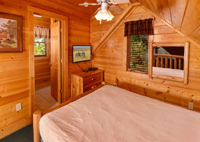 Pigeon Forge Smoky Mountain Retreat Bedroom