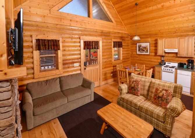 Pigeon Forge Smoky Mountain Retreat Living Room