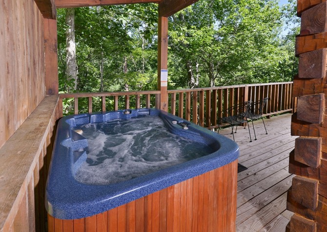 Pigeon Forge - A Smoky Mountain Rose - Hot Tub
