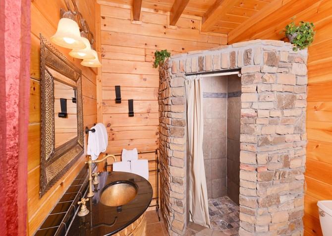 Pigeon Forge Smoky Mountain Splash Bathroom