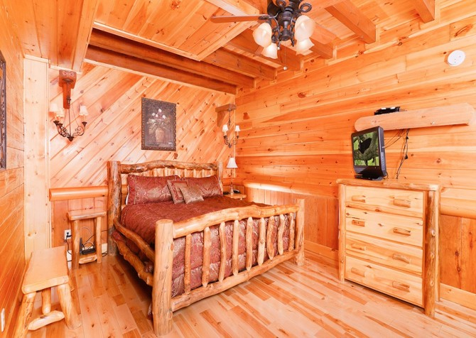 Pigeon Forge Smoky Mountain Splash Bedroom