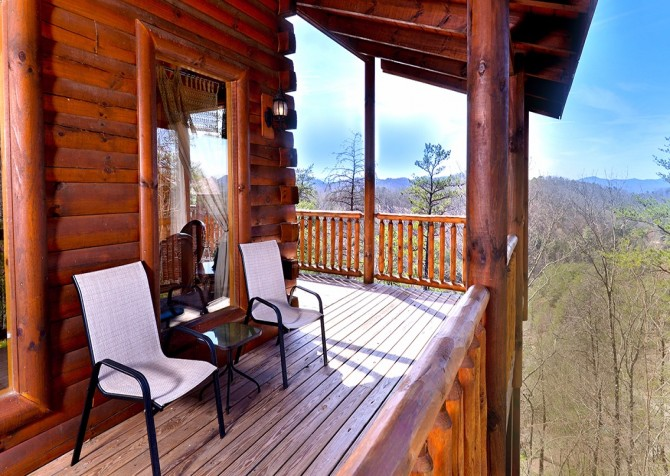 Pigeon Forge Smoky Mountain Splash Covered Deck