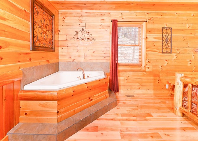 Pigeon Forge Smoky Mountain Splash Indoor Jetted Tub