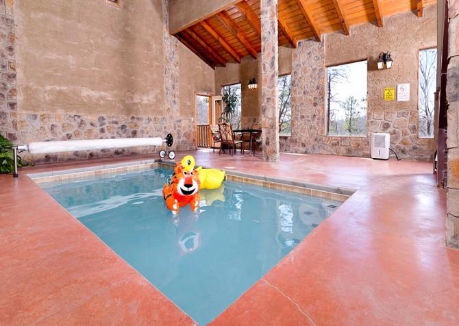 Pigeon Forge Smoky Mountain Splash Indoor Pool