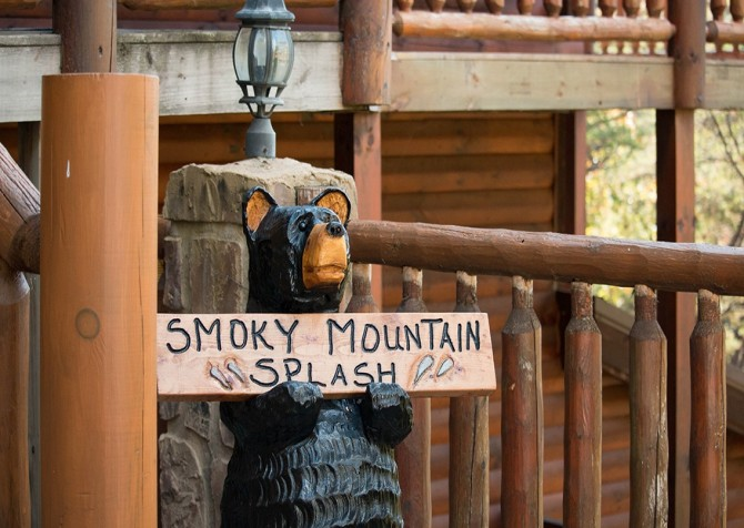 Pigeon Forge Smoky Mountain Splash Sign