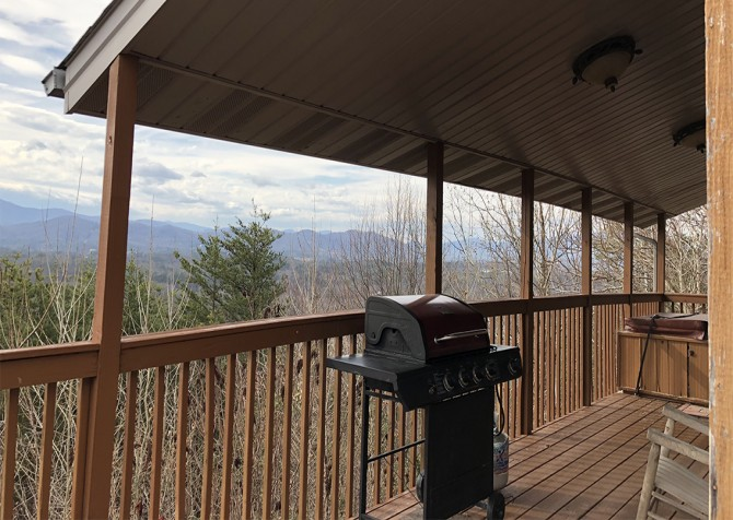 Pigeon Forge - Smoky View Straight Up - Covered Deck Temp