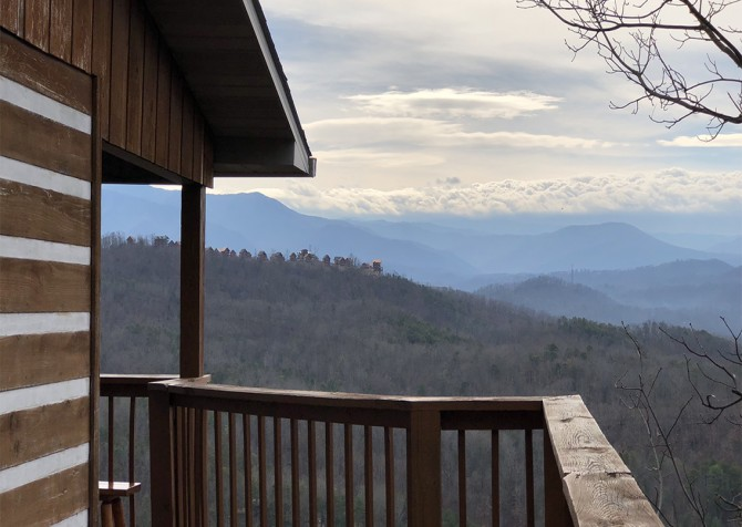 Pigeon Forge - Smoky View with a Twist - View Temp