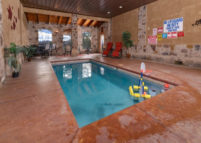 Pigeon Forge Splash 'N Around Indoor Pool