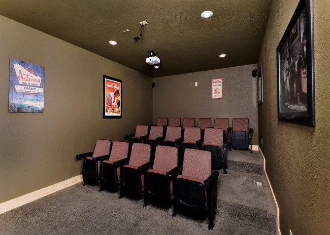 Pigeon Forge Splash Mansion Theater Room