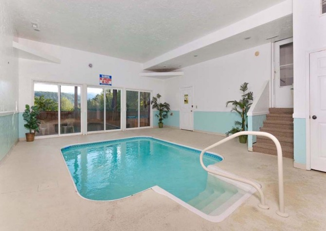 Pigeon Forge Splash of Romance Indoor Pool