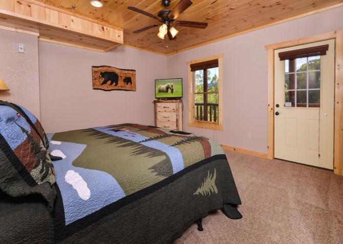 Pigeon Forge Splashin' Bears Retreat Bedroom