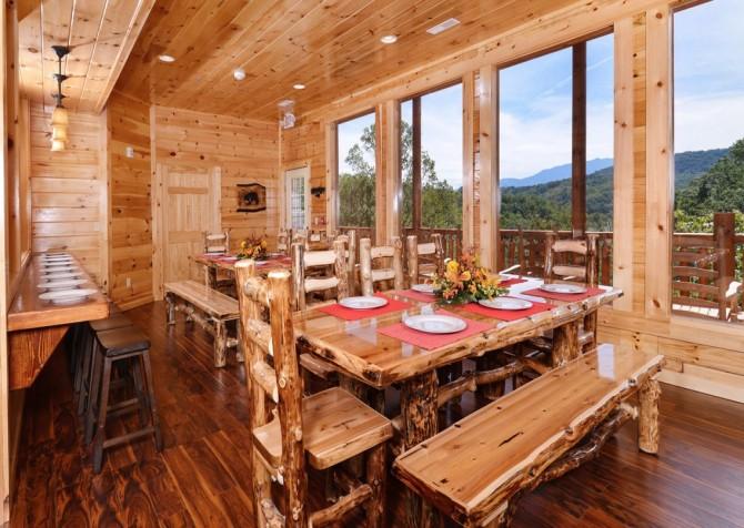 Pigeon Forge Splashin' Bears Retreat Dining Room