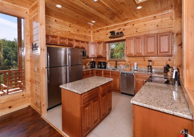 Pigeon Forge Splashin' Bears Retreat Kitchen