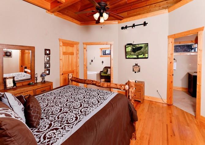 Pigeon Forge - A Splashtastic View - Bedroom 1