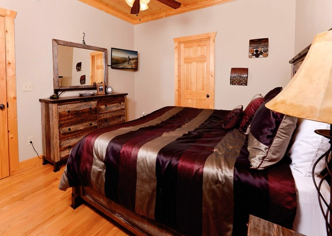 Pigeon Forge - A Splashtastic View - Bedroom 3