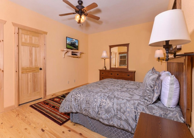 Pigeon Forge Splish Splash Bedroom