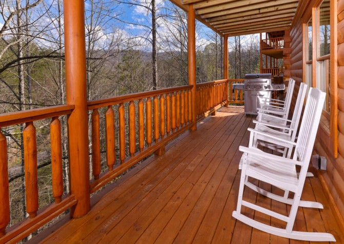 Pigeon Forge Splish Splash Covered Deck