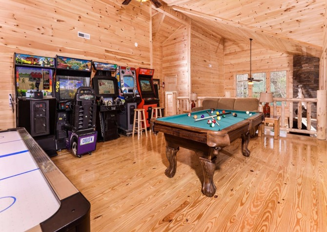 Pigeon Forge Splish Splash Recreation Room