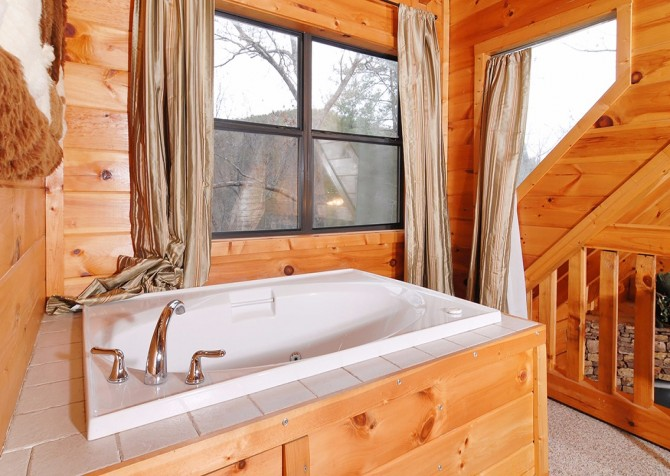 Pigeon Forge Stolen Moments Indoor Jetted Tub