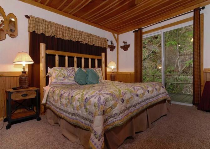 Pigeon Forge Stonecreek Cottage Bedroom