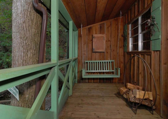 Pigeon Forge Stonecreek Cottage Covered Deck