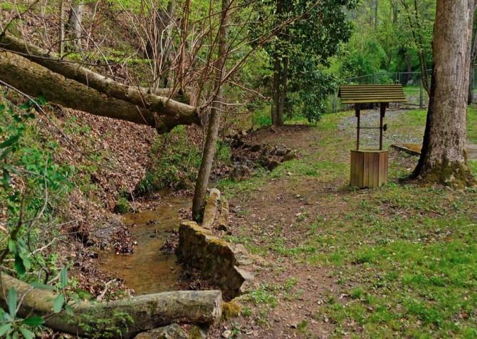 Pigeon Forge Stonecreek Cottage Creek