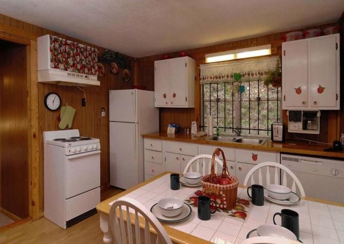 Pigeon Forge Stonecreek Cottage Dining Room