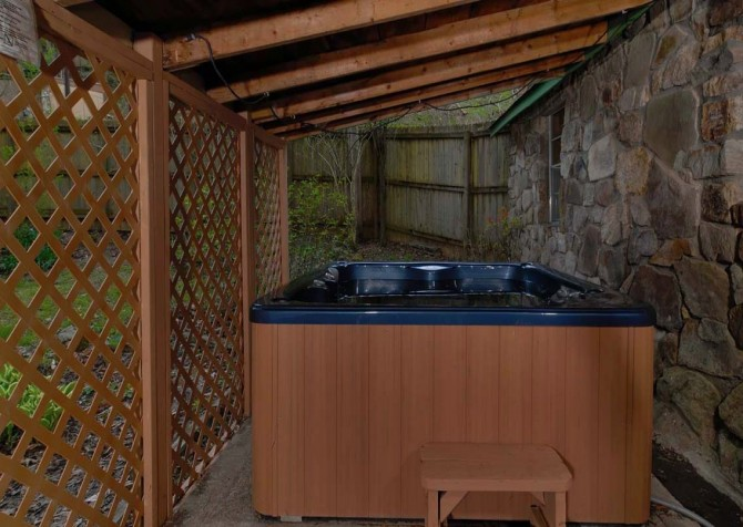 Pigeon Forge Stonecreek Cottage Hot Tub
